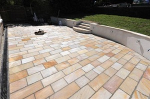 light stone patio design